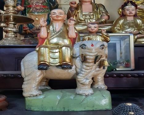Tap chi Nghien cuu Phat hoc Tim hieu bo tuong ngu vi chua Phung Son 4